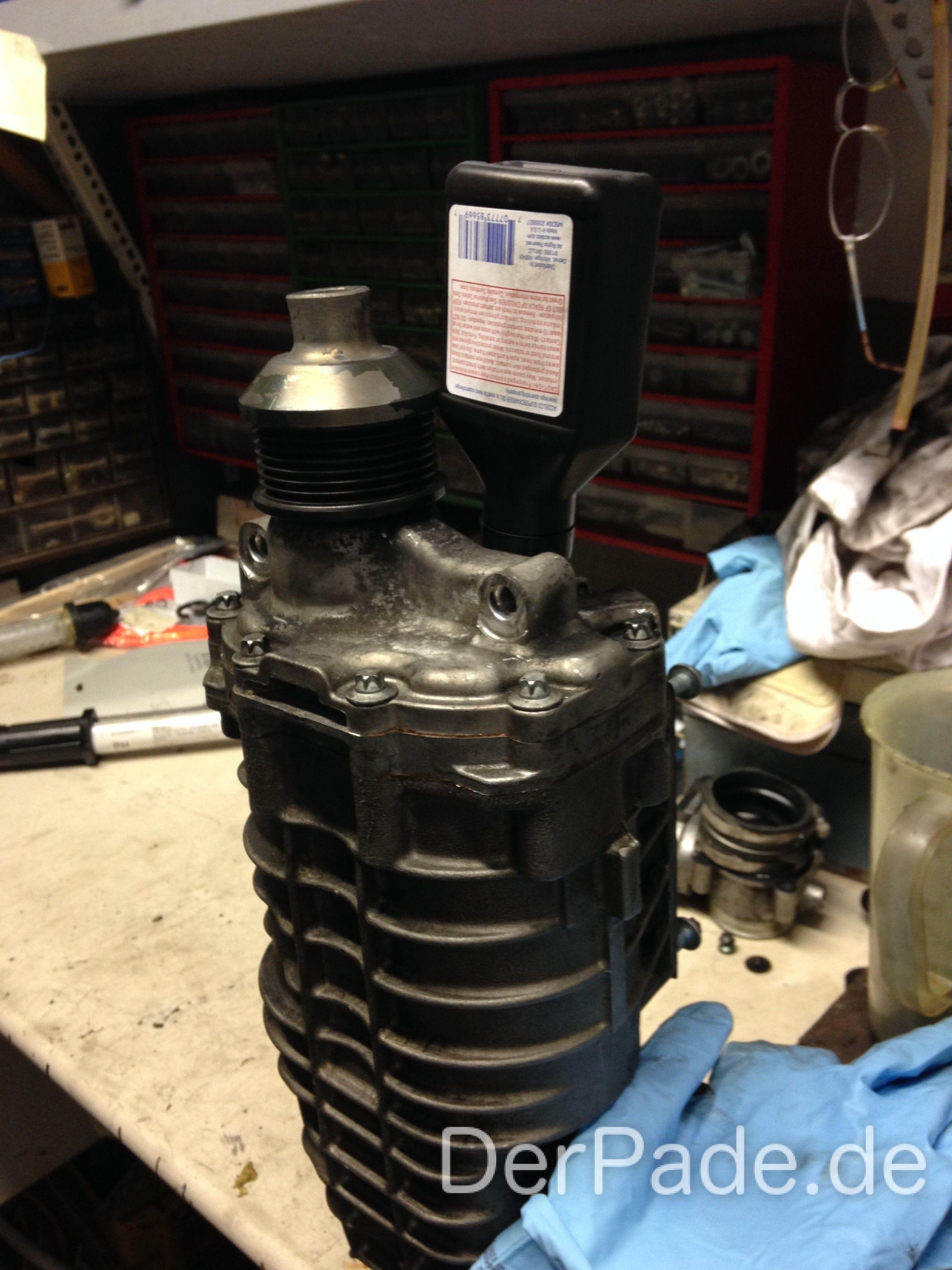 Anleitung M271 Kompressor ausbauen, Ölwechsel und Laderradwechsel