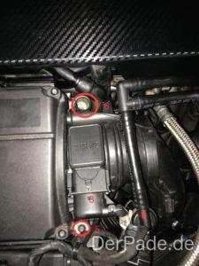 Zu Schritt 5,6 und 8. In der Mitte sieht man den Luftmassenmesser.
