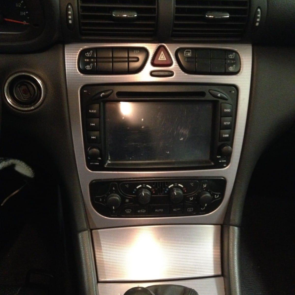 Mercedes w203 radio ausbauen for Mercedes benz w203 radio