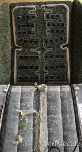 Hier sieht man die Sitzbelegungsmatter unter dem Sitzbezug und der darin befindlichen Sitzheizung.