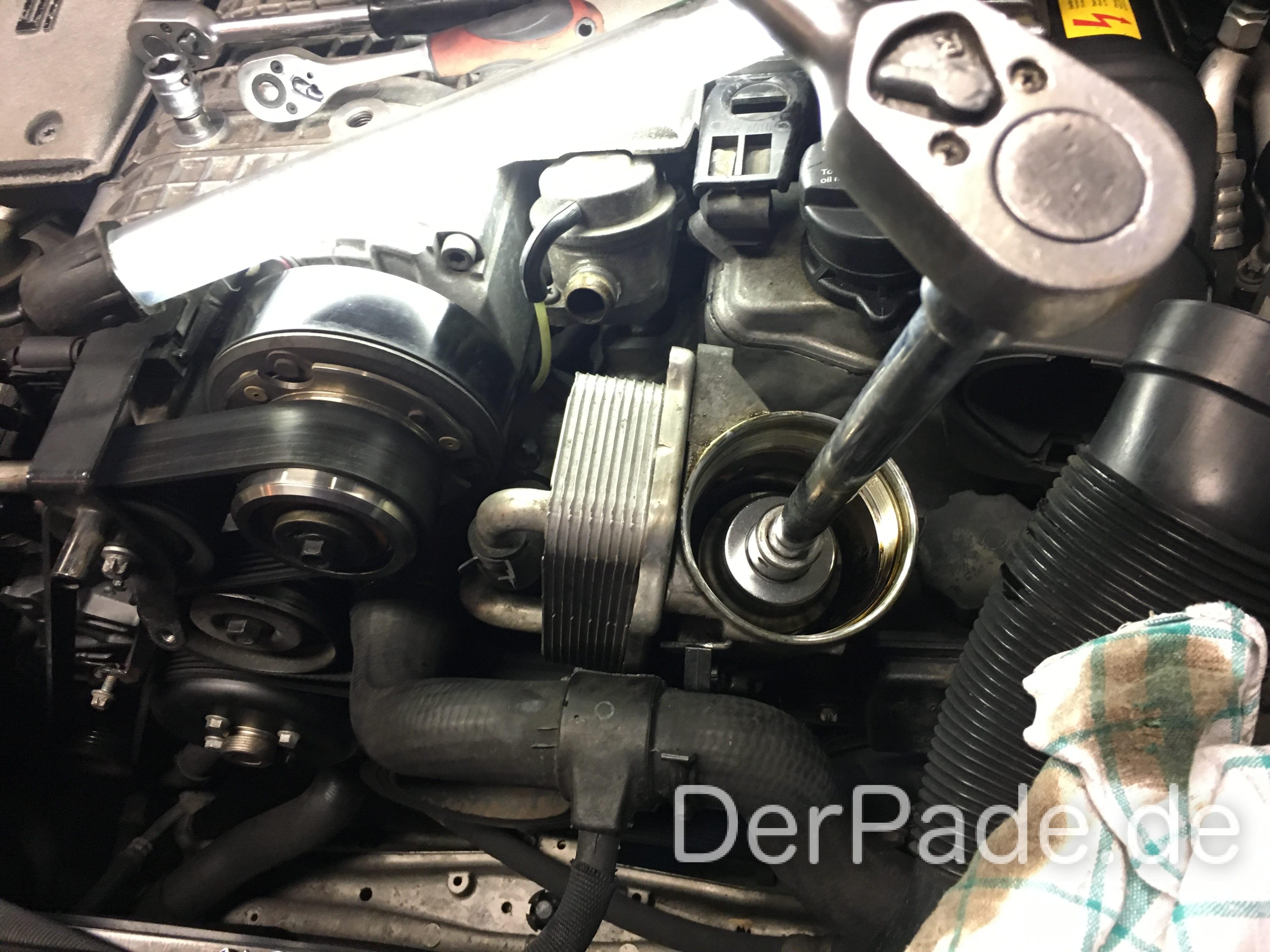 Anleitung: W203 M112 Dichtungen am Ölkühler wechseln